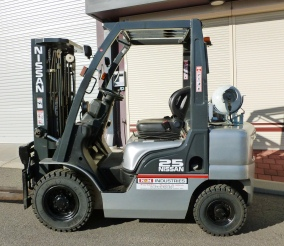 nissan 2.5tn container mask forklift